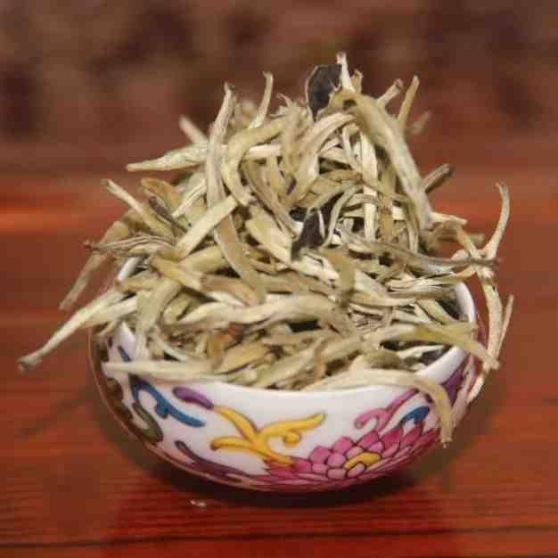 """Белый чай Гу Шу Бай Хао """"Серебряные иглы"""""""