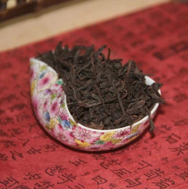 Да Хун Пао (Da Hong Pao) «Большой красный халат» - второй сорт, сильная обжарка