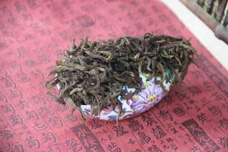 Kitajskij-chaj-Ulun-Baj-TSzi-Guan-Bai-Ji-Guan-Wu-Yi-Rock-Tea-707400-6