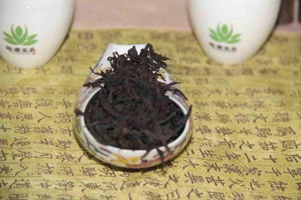Kitajskij-chaj-Ulun-Te-Lo-Han-Tie-Luo-Han-ZHeleznyj-Arhat-Wu-Yi-Rock-Tea-707700-2