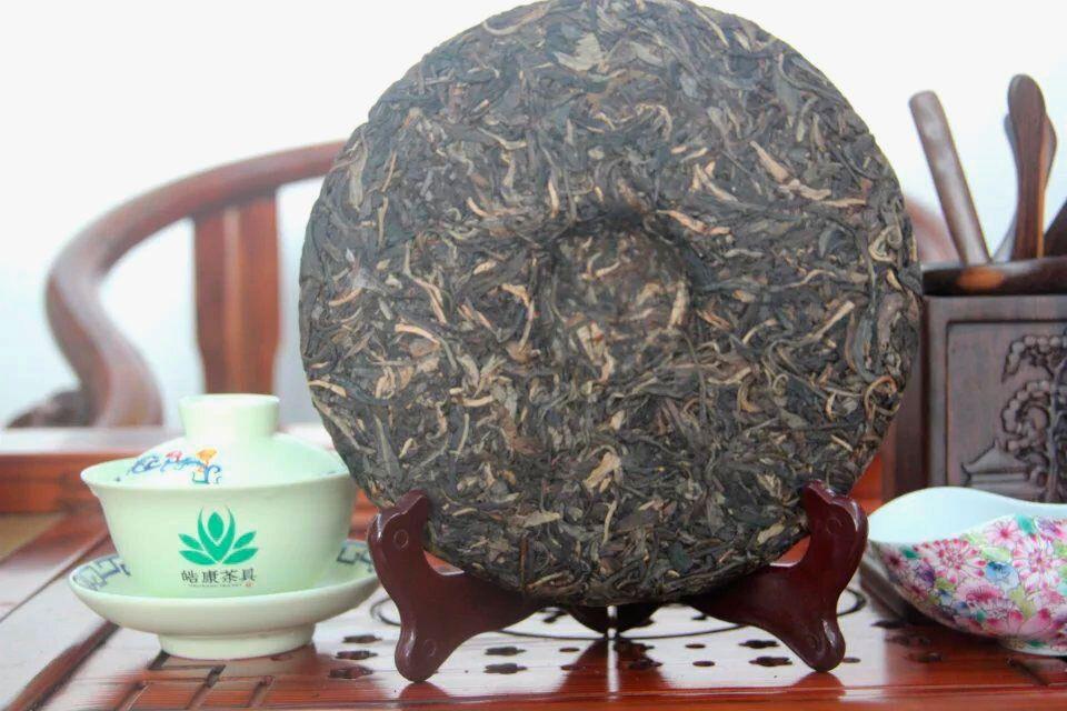 Puer-shen-Chjun-Cha-Bolshoe-zelenoe-derevo-03