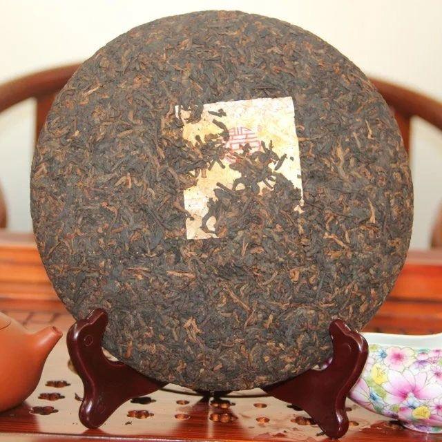 shu-puer-huang-jin-shi-nian-zolotye-10-let-2012-god-fabrika-sinhaj-1