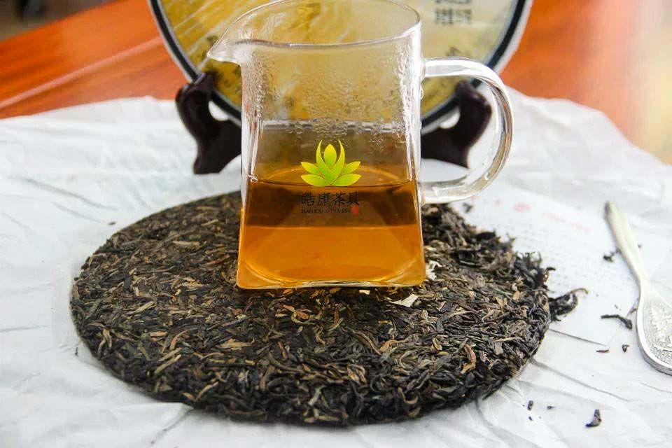 Shen puer Zolotoi yubilei fabrika Sinhai 2012 god 04