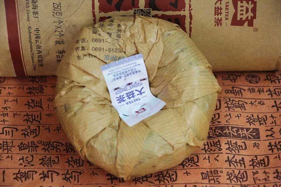 Shu puer to cha fabrika Menhai 2015 goda 03