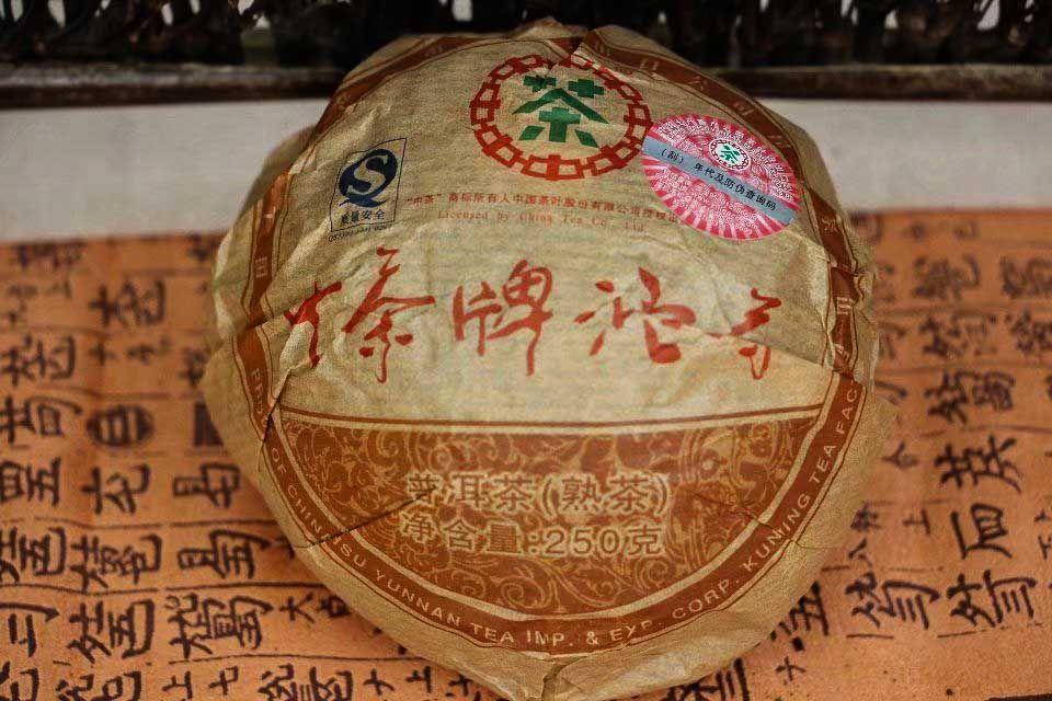 Shu puer tocha fabrika Chjun Cha 2008 god 01