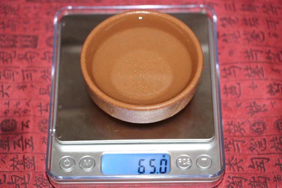 pialy-iz-isinskoj-gliny-pyostryj-uzor-2-sht-po-60-ml-1