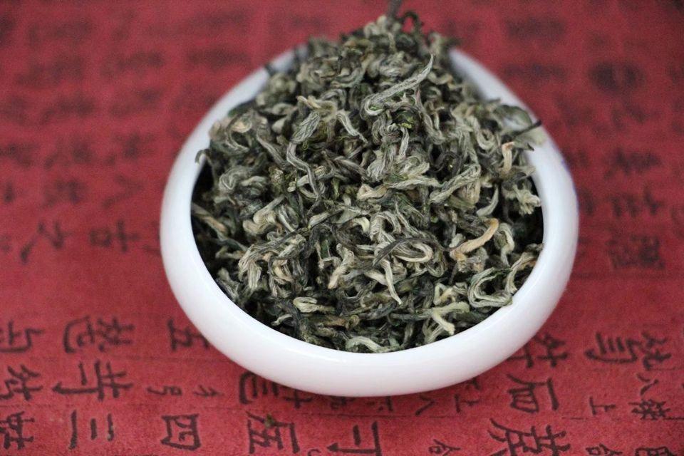 zelenyj-chaj-du-yun-mao-jian-2