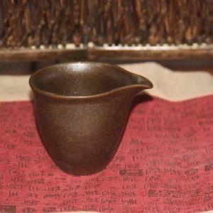 glinyanyj-chahaj-lotosa-odinokij-tsvetok-1