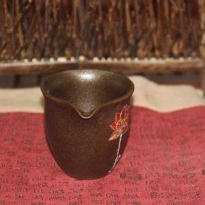 glinyanyj-chahaj-lotosa-odinokij-tsvetok-3