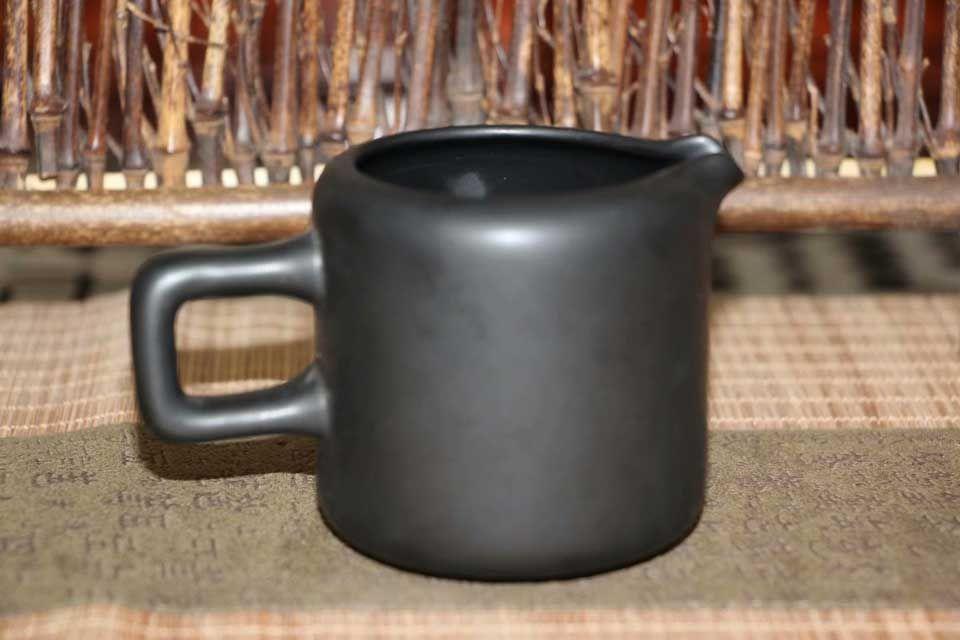 glinyanyj-chahaj-slivy-tonkij-aromat-1