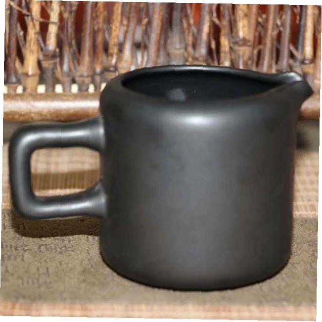 glinyanyj-chahaj-slivy-tonkij-aromat